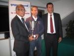 2011-10-22-al-maestro-capogrosso-viene-consegnata-la-coppa-dei-presidenti-trofeo-gestar-2011-conquistata-dal-circolo-ferratella.jpg