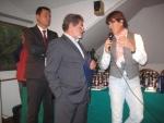 2011-10-22-ringraziamenti-al-presidente-del-crl-tropiano-fabrizio-da-parte-di-gramellini-giorgio.jpg